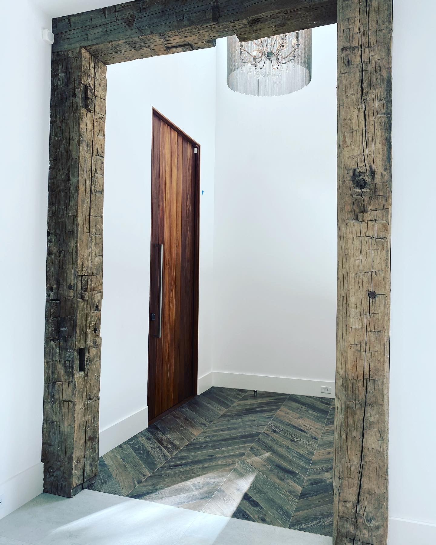 southend-reclaimed-antique-reclaimed-hand-hewn-beams-2